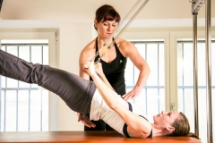 Pilates-Roll-Up-Bar-bottom-lift