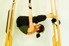 archway-hanging-curl-leg-to-body